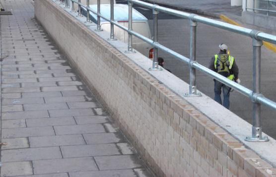 Kee Klamp Railing On Low-Height Parapet Wall