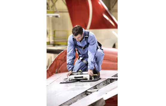 Vacuum-Pressure Lifeline For Maintenance On Aircraft Wing or Fuselage